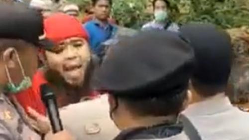Viral 2 Pria Berjanggut Tantang Polisi, Teriak-Teriak Sambil Ngancam: Abang Islam Bukan?