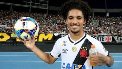 Douglas Luiz revela desejo de voltar ao Vasco da Gama.