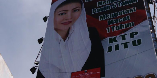"Tak Bayar Pajak, Reklame Kampanye Hasnaeni ""Si Wanita Emas"" Disegel"