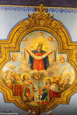 Malowidło na suficie nad chórem: opieka Matki Bożej
