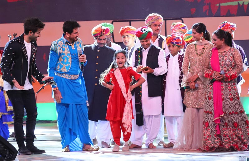 Gurdas Maan, Langa Kids and Nooran Sisters and host Karan Tacker along with Aakriti Sharma as Kullfi at the Bajewala Nights