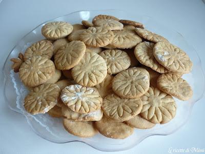 Risultati immagini per Biscotti al miele con semi di papavero