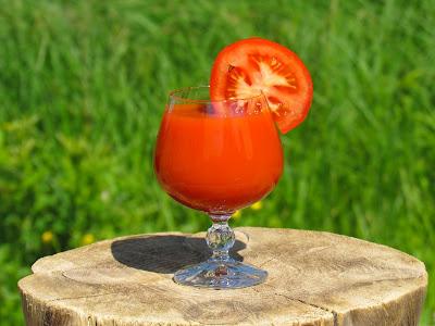 فوائد عصير الطماطم لصحة المرأة