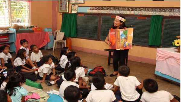 """DepEd admits students """"struggle"""" with learning Filipino, Panitikan under K-12"""
