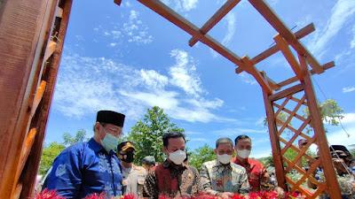 Amran Mahmud Dampingi Plt Gubernur Sulsel Resmikan Miniatur Ka'bah di Kawasan Wisata Telaga Biru