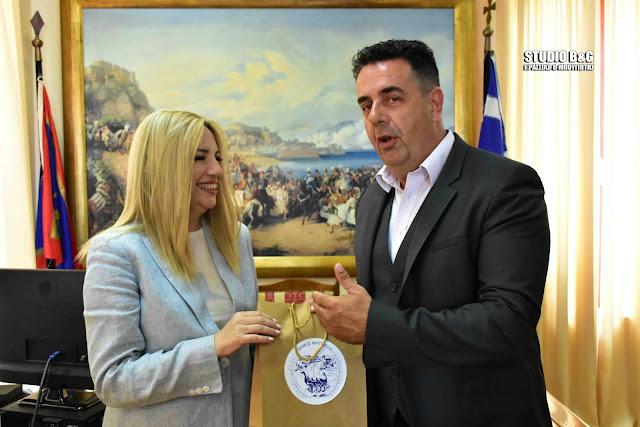 Την πόλη του Ναυπλίου και τον Δήμαρχο Δ. Κωστούρο επισκέφθηκε η Φώφη Γεννηματά (βίντεο)