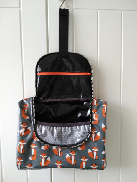 bolsa aseo colgar, hanging toiletry bag, necessaire, viaje, travel, voyage, laminated fabric, tela laminada