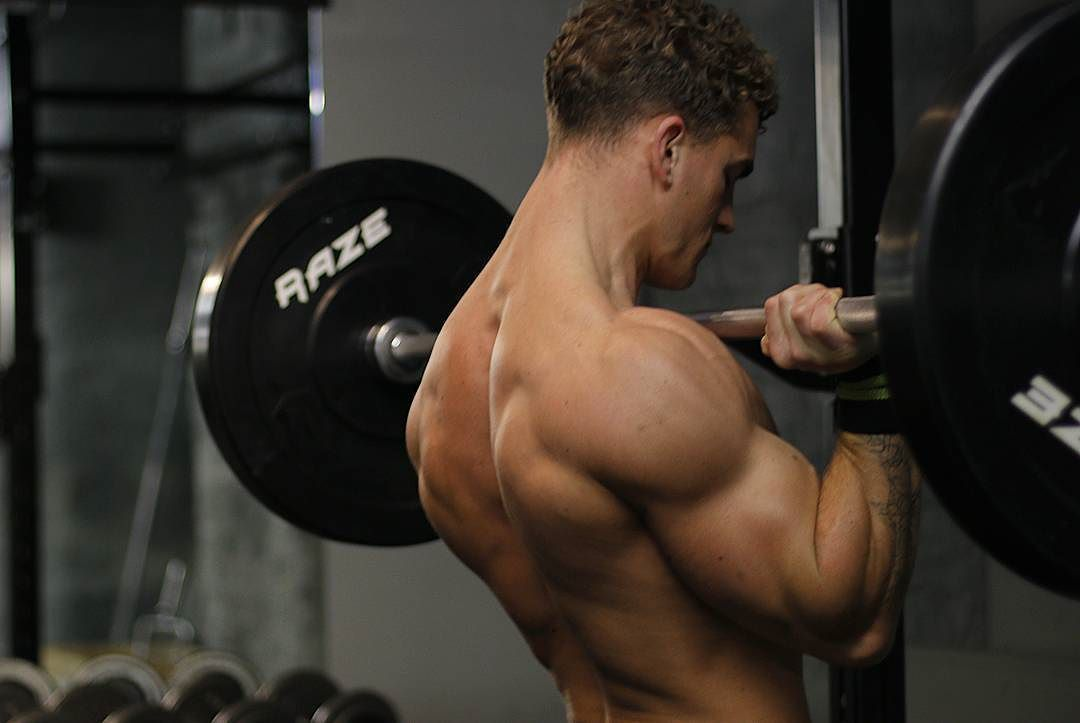 hot-guy-big-biceps-lifting-weights-gym-young-straight-hunk