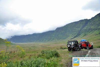 jeep-eloratour-melintasi-padang-savana-kaldera-tengger