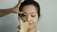 Inner Double Folded Eyelid Makeup -Curl the lashes and hold for 5 second for long lasting curling effect.