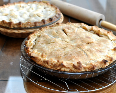 Flaky Tender Pie Crust ♥ KitchenParade.com, detailed instructions, step-by-step photos, insider tips. Rave reviews!