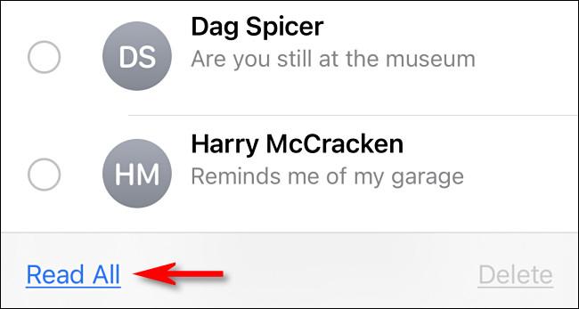 """في الرسائل على iPhone أو iPad ، انقر على """"قراءة الكل"""""""