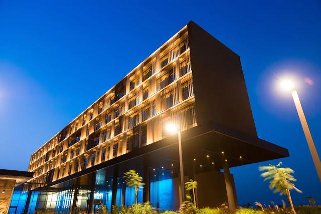 Hôtel, Radisson, Diamniadio, restaurant, piscine, bar, buffet, plat, cuisine, séminaire, réunion, voyage, loisir, LEUKSENEGAL, Dakar, Sénégal, Afrique