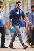 Premam Telugu movie stills-thumbnail-4