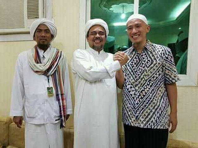 Gara Gara Unggah Foto Bareng Habib Rizieq Felix Siauw Kena Masalah Portal Islam