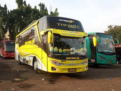 Foto Bus Sudiro Tungga Jaya Thorin