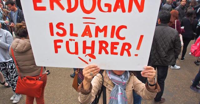 """Ερντογάν: Είστε όλοι, πλην Τούρκων """"καφίρ""""…"""