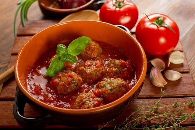 كرات اللحم بصلصلة الطماطم