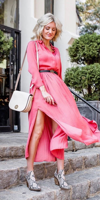 The holidays are here, these simple but cute festive outfit ideas are ready to help you shine glamorously in your upcoming Instagram photos. Holiday Fashion + Style via higiggle.com | Maxi dress outfits for valentine's day | #fashion #dress