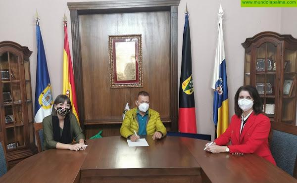 """Los Servicios Sociales de Fuencaliente reciben la donación de 2.000 euros desde la Obra Social de Fundación """"La Caixa"""""""
