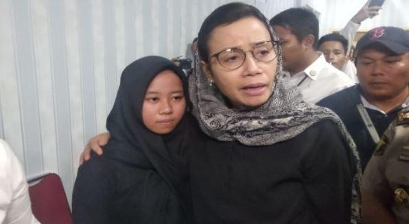 Ketemu Keluarga Korban Lion Air JT-610, Sri Mulyani Nangis Lagi, Matanya Bengkak