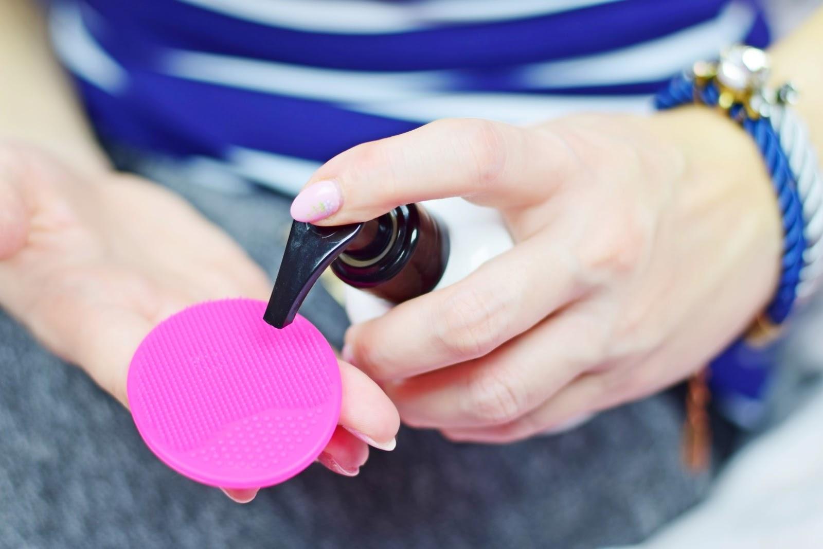 f8fb1bdec511df Gadżety Kobiety: Silikonowa myjka do twarzy | Oczyszczanie bez podrażnień!  | Mademoiselle Magdalene Blog: Uroda | Kosmetyki | Makijaż | Moda |  Lifestyle
