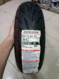 Nah maksimal ban yang bisa dijejali pada velg 3,5 inchi sendiri adalah ukuran 150/ 70 sob. Sebetulnya banyak juga yang menjejali ban ukuran 160/ 60, namun ukuran tersebut riskan mendonat dan malah cenderung mubazir.