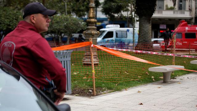 Hallan el cadáver de una mujer envuelto en mantas en un barrio de Buenos Aires