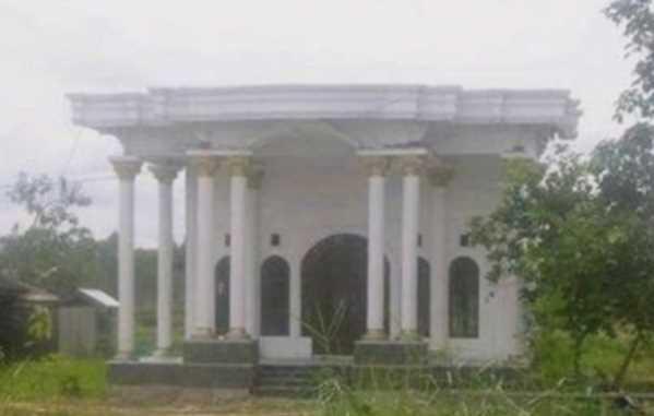Bagian Depan Rumah Ini Mewah Banget Tapi Lihat Sampingnya Langsung Kaget