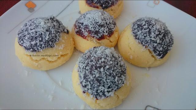 Margarinsiz kolay un kurabiyesi çikolatalı farklı un kurabiyesi