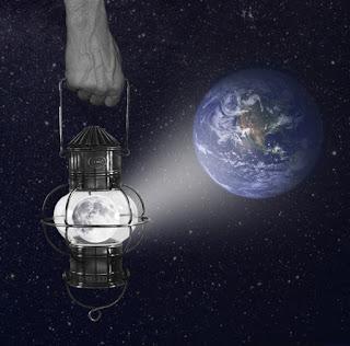 SOLO O A SOLAS, LA SOLEDAD COMO COMPAÑERA Mann-im-Mond-a24811566