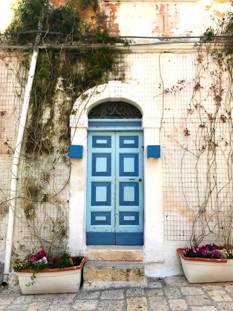 Polignano a Mare - czy warto pojechać, co zwiedzić, co zobaczyć. Wybrzeże Apulii - które miejsca warto odwiedzić? Okolice Bari - co wokół warto zobaczyć?