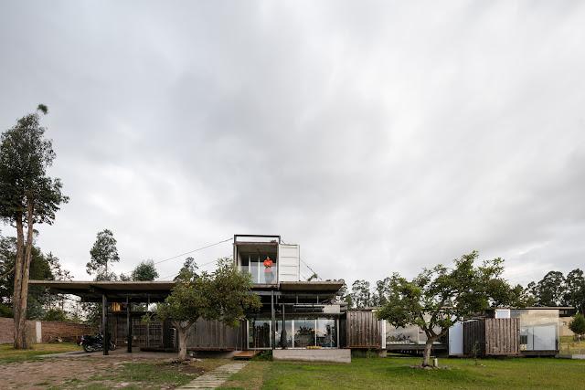 Casa RDP - Shipping Container Industrial Style House, Ecuador 7