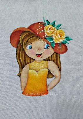 boneca pintada em tecido com chapeu amarelo