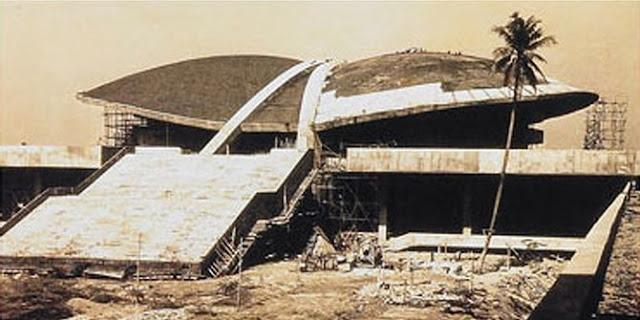 Gedung DPR-RI saat masih dalam tahap pembangunan