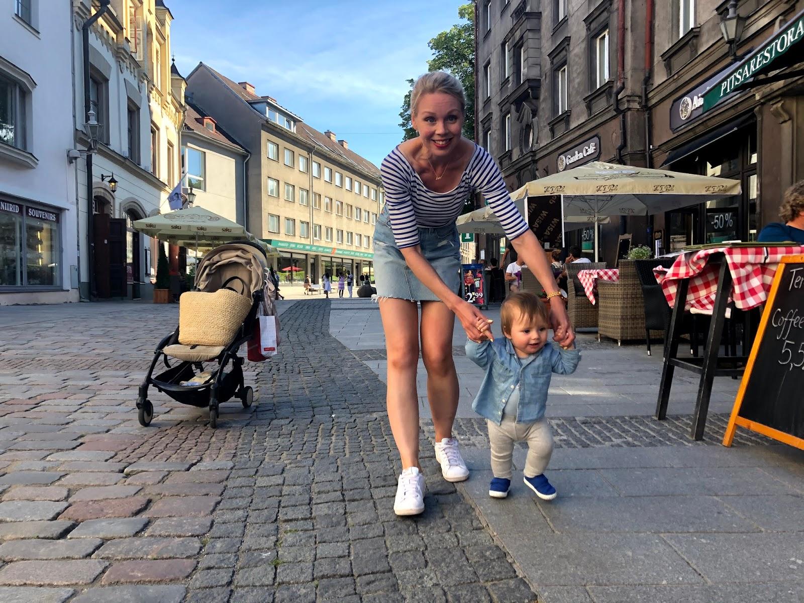 9kk vauva tahtoo kävellä