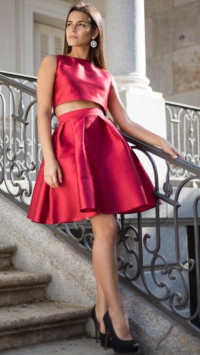 5acfff1c7 Alquila éste conjunto de falda y crop top sexy e impactante de Dresseos,  perfecto para San Valentín por 54,90€. (4 días, tintorería e iva incluido en  el ...