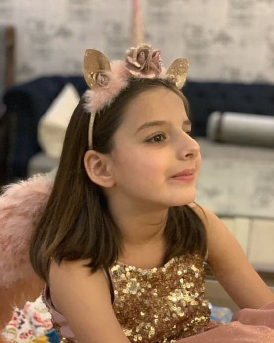 Shahid Afridi Latest Pictures with Her Young Daughter Arwa
