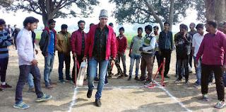 Jaunpur : समाजसेवी उमानाथ ने किया क्रिकेट प्रतियोगिता का उद्घाटन