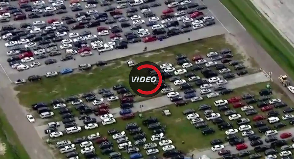 Over 30 000 hurricane damaged vehicles flood houston drag for Royal motors houston tx