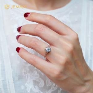 Nhẫn cầu hôn kim cương Moissanite