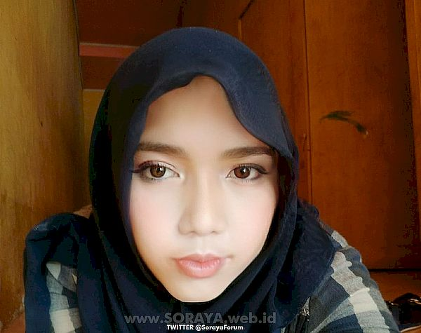 foto wajah soraya selfie wanita cantik berjilbab