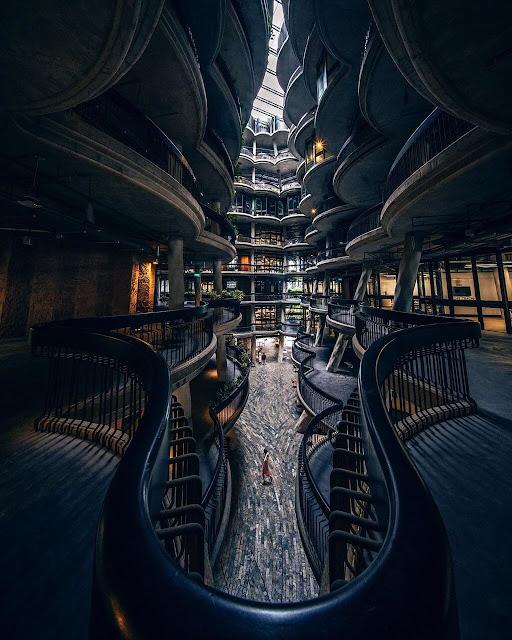"""""""Tòa nhà dimsum"""" bao gồm 12 tòa tháp cao 8 tầng được bố trí liền kề nhau, tạo nên một khoảng không ở giữa. Với thiết kế lạ mắt và hoành tráng, công trình kiến trúc này từng lọt vào chung kết cuộc thi kiến trúc World Architecture Festival năm 2015."""