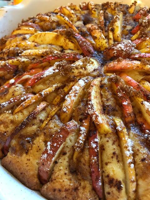 #omenapiirakka #omenatorttu #applepie #omenapiiras #apple #baking #leivonnainen #piirakka #piiras #jälkiruoka #leivonta #herkullinen #kotimainenomena #omenaleivonnaiset