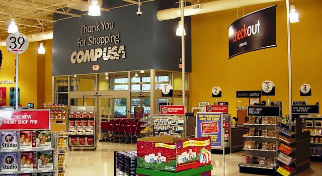 Loja CompUSA de eletrônicos em Miami e Orlando