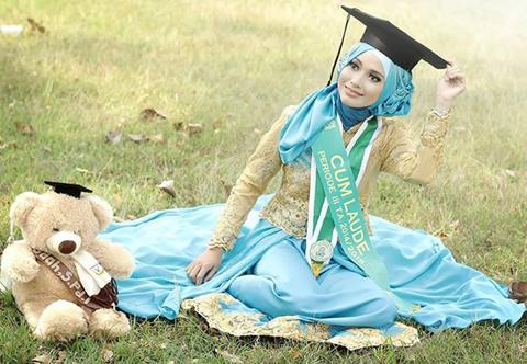 model baju kebaya wisuda hijab