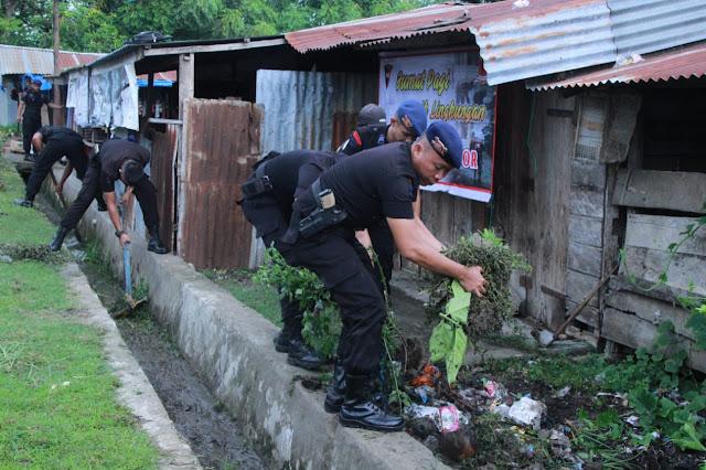 Dipimpin Danyon C Pelopor Brimob Bone,  Satu Kompi Personel Serbu Kampung Narkoba