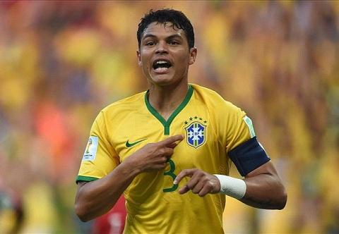 Ở trận tứ kết gặp Colombia, Thiago Silva đã nhận 1 thẻ vàng lãng nhách
