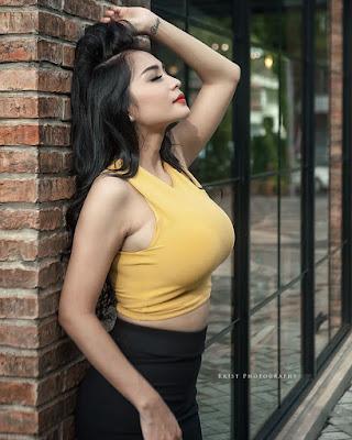 Harga Tanktop Kuning yang di pakai Bibie Julius