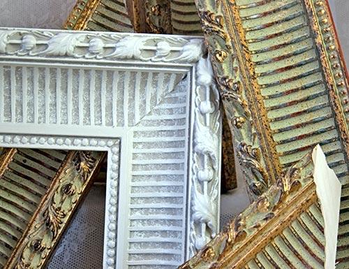 Boiserie c 18 idee per riciclare creativamente vecchi for Cornici quadri fai da te